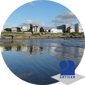 Logo artisan et photo de bord de mer